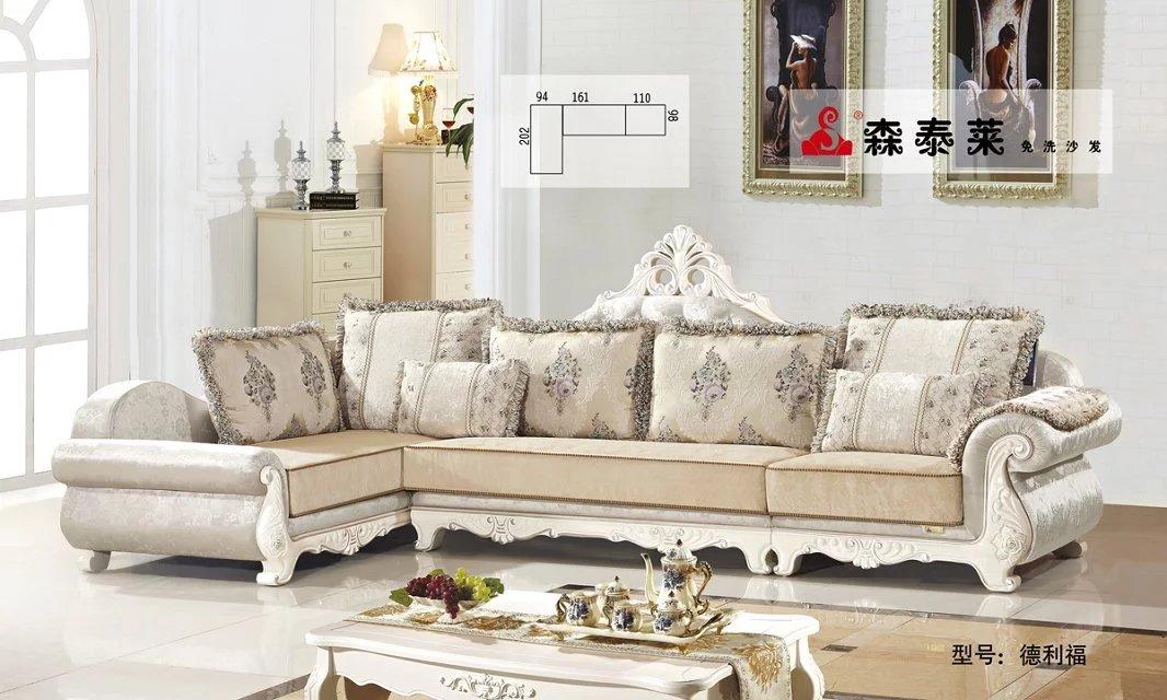 实木沙发价格的差异主要与欧式沙发的材质和设计风格来决定的,客厅沙发材质的不同,自然而然价格就不同。比如说,我们所常见的水曲柳木就是比较常见的实木沙发材质,这种材质的客厅沙发价格一般不会很好高,一套普普通通的水曲柳木的组合实木沙发价格也就在几千块钱,好一点的也就一万多块钱。相比较与水曲柳木,橡木材质的实木家具价钱就会高一些,橡木家具在国内还是比较常见的,橡木沙发价格一般在5000元之间,其实与水曲柳木是差不多的,毕竟这两种材料生活中也很常见。