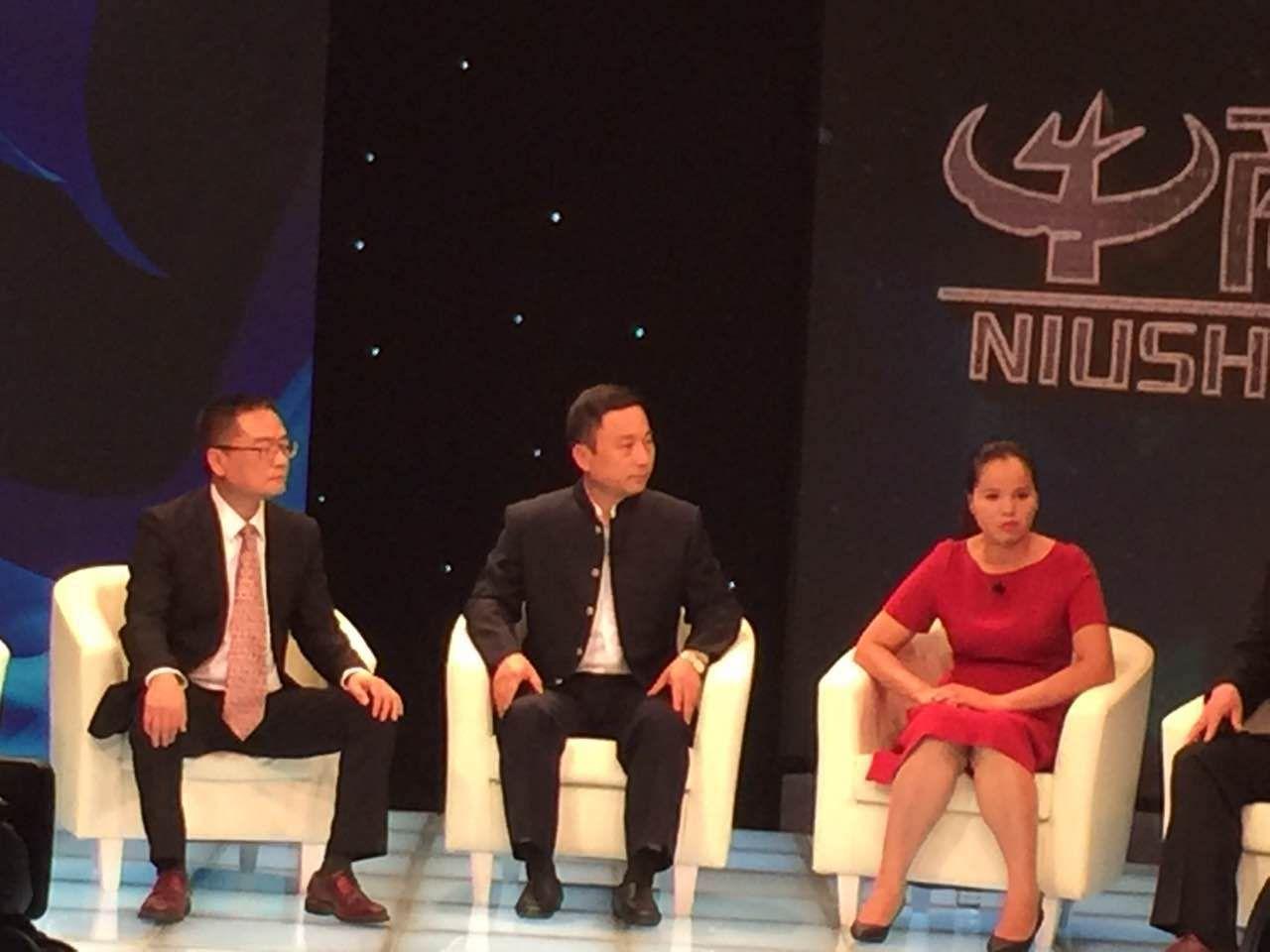 CCTV2《牛商论道》报道成都布艺沙发品牌森泰莱