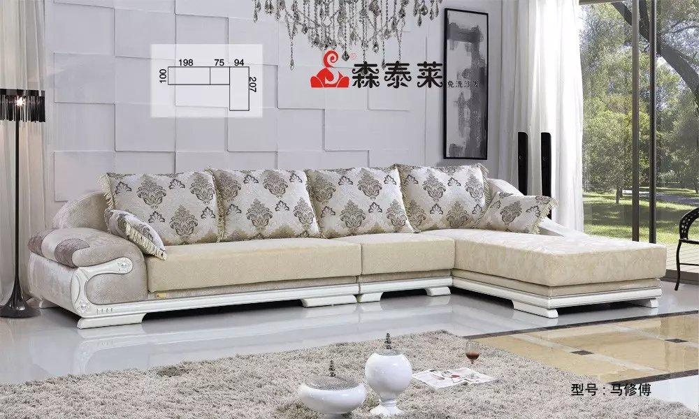 现如今,市场上面流行着各种各样的沙发,沙发种类可谓是琳琅满目。人们不断追求舒适的生活,除了舒适之外,美观也是人们选择沙发的标准之一。布艺沙发凭借舒适性和较高的艺术性赢得了人们的青睐。在众多的布艺沙发中,布艺沙发价格的趋势是怎么样呢?接下来,让我们一起去探寻一下市场上布艺沙发价格趋势吧。 在布艺沙发价格方面,自然根据档次的不同价格有高有低。一般以高密度的海绵沙发位于价格的中低层上。这种价位的沙发,以普通布料作为沙发罩,以高密度的海绵作为填充物,对于这种类型的沙